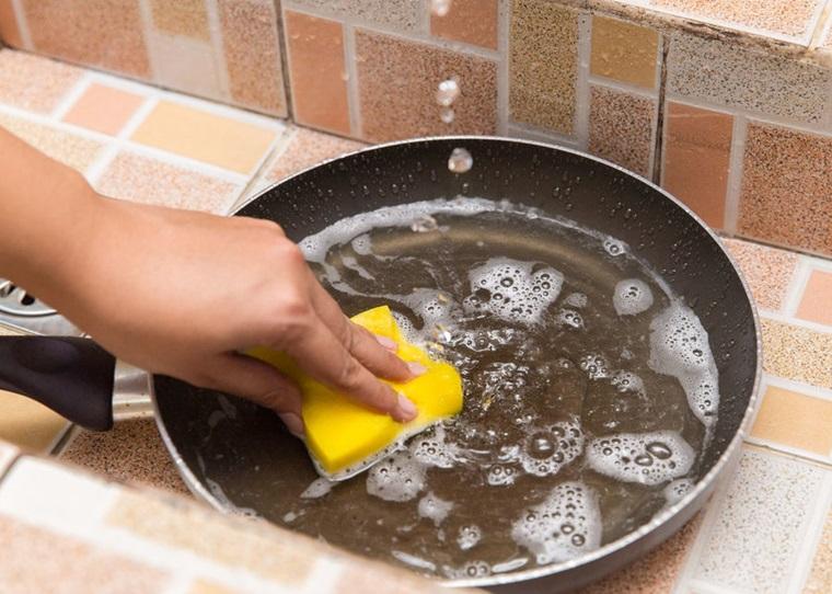 Chọn nước rửa chén chất lượng sẽ giúp công việc trở nên dễ dàng hơn