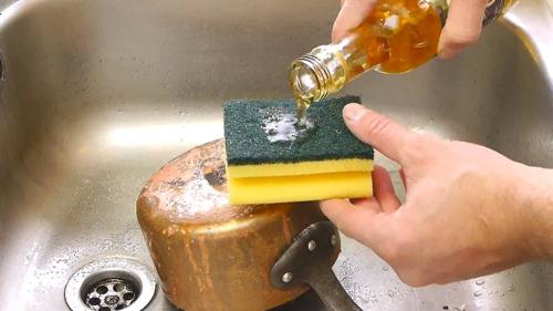 Cách rửa sạch xoong nồi bị cháy